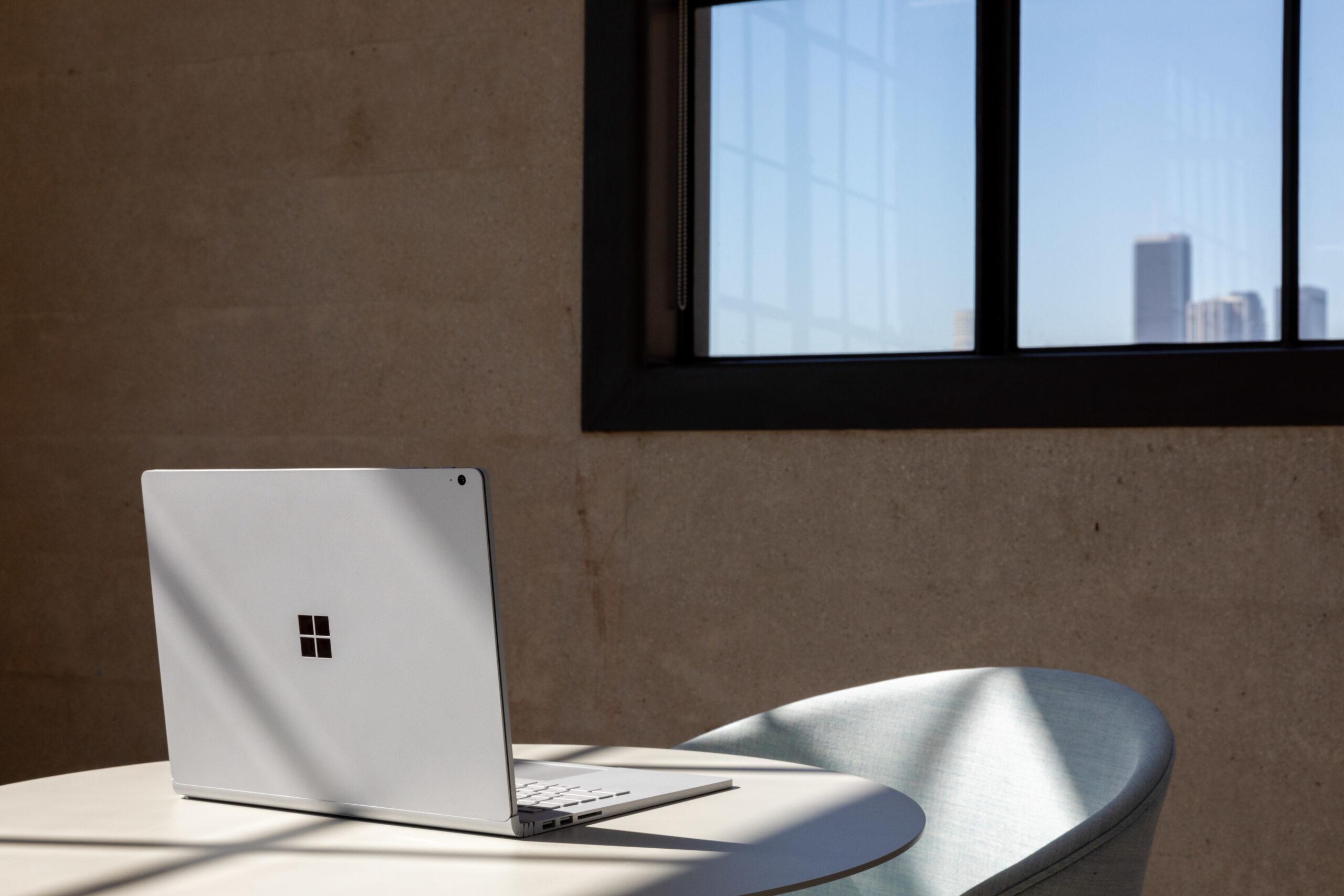 """Microsoft Surface Book 3 LPDDR4x-SDRAM Hybrid (2-in-1) 34,3 cm (13.5"""") 3000 x 2000 piksler Berøringsskjerm 10th gen Intel® Core™ i7 16 GB 256 GB SSD NVIDIA® GeForce® GTX 1650 Max-Q Wi-Fi 6 (802.11ax) Windows 10 Pro Platina"""